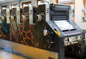 Die 5-Farben Druckmaschine spielt alle Stückerln